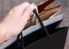 Od kogo warto kupić torebki z logo?